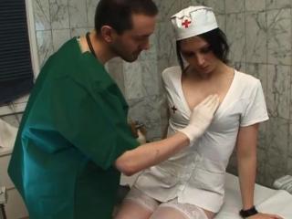 L'infirmière se fait exploser l'anus_1
