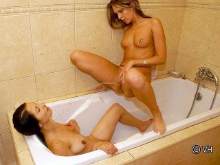 Lesbiennes pisseuses_2