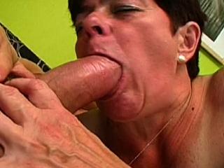 La vieille tourne son premier porno_1