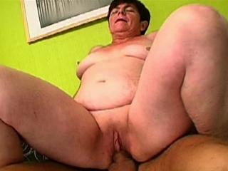 La vieille tourne son premier porno_2