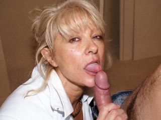 Belle blonde déchirée par l'anus_1