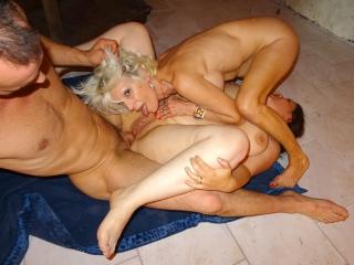 Eva et sa copine baisées comme des chiennes_2