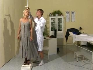 Mamie niquée par le docteur_2