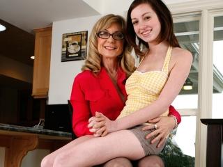 Maman apprend le sexe sa fille_1