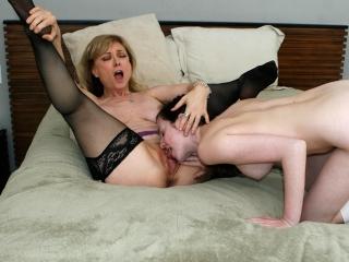 Maman apprend le sexe sa fille_2