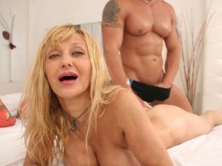 Pulpeuse mature baisée par le masseur_2