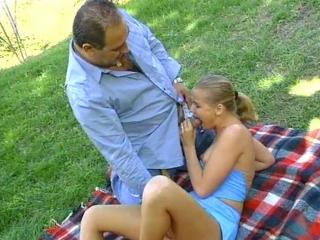 Vieux paysan baiseur de jeune fille_1