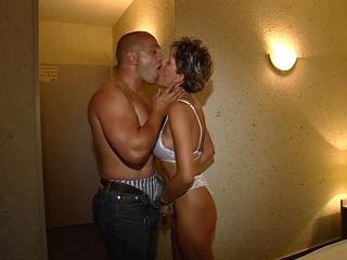 Couple amateur baise dans une chambre d'hôtel_1