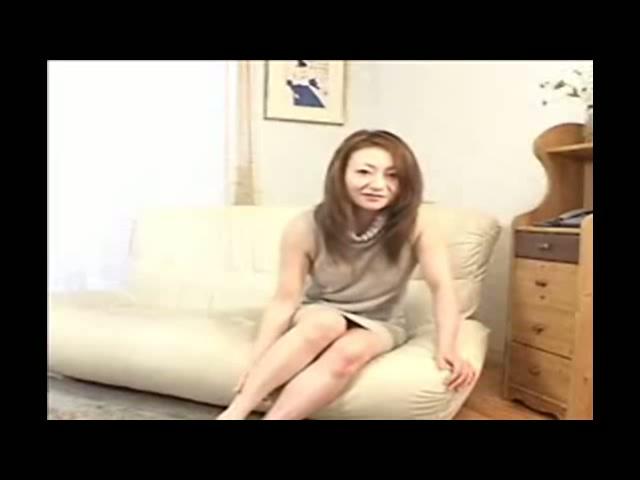 AbsoluPorn - Mere au foyer japonaise baisee par son